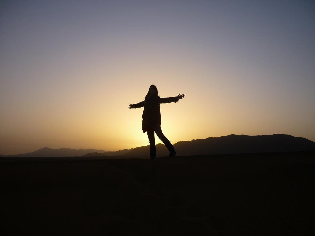 delphine_sunrise_desert