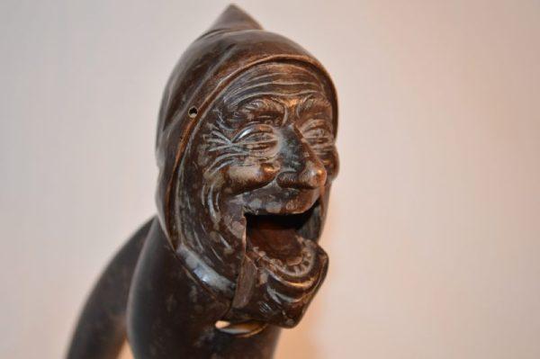 Casse-noix en bois sculpté XIX