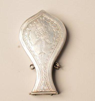 Rare petite gourde en argent à décor floral - moyen-orient