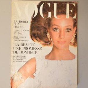 Vogue Paris - Décembre 1967 - Ensemble tout blanc d'Emanuel Ungaro