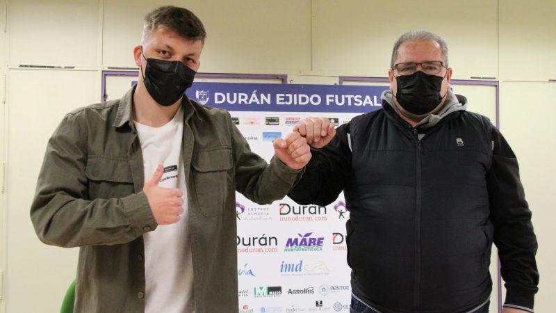 Cristian Rubio firma su renovación con el CD El Ejido Futsal