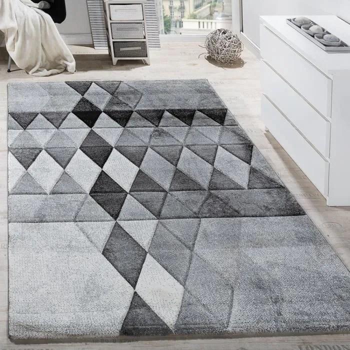 tapis de createur motif losange colore contours de