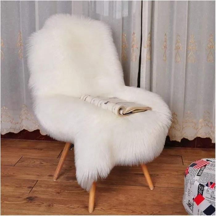 doux tapis imitation peau de mouton