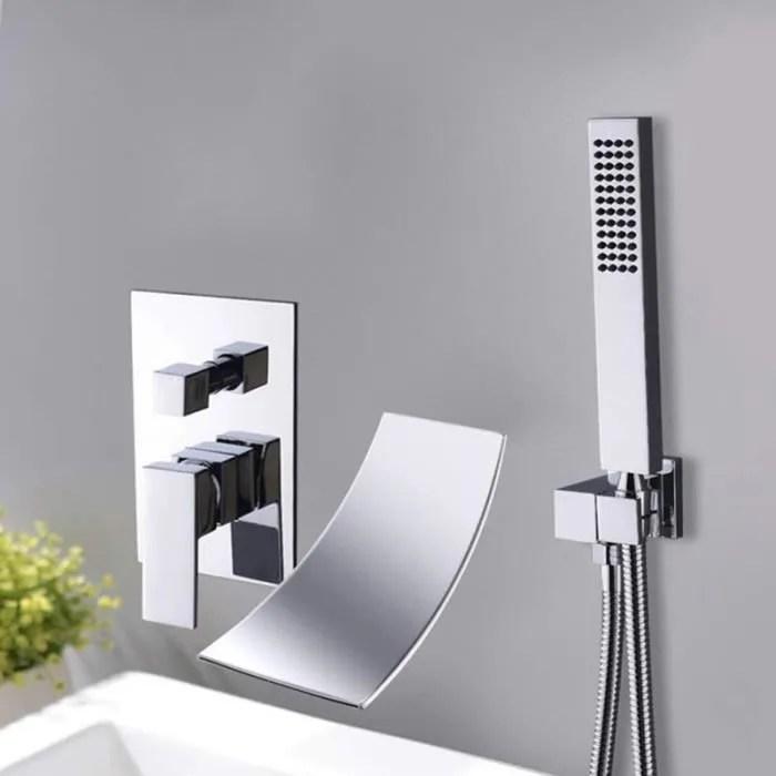 robinet baignoire cascade eau chaude