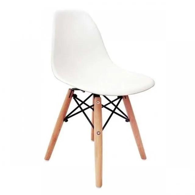 chaise en bois avec accoudoir