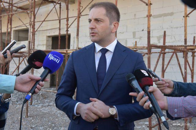 2017-10-11-ministar-Sehovic-u-obilasku-vrtica-u-izgradnji-006.jpg
