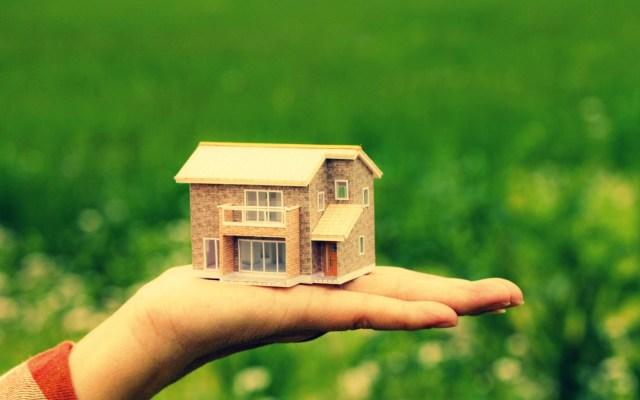 7007197-mood-house-home-hand.jpg