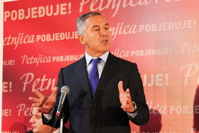 Predsjednik-DPS-Milo-Djukanovic-na-tribini-u-Boru-Petnjica-15-11-2017-02.jpg