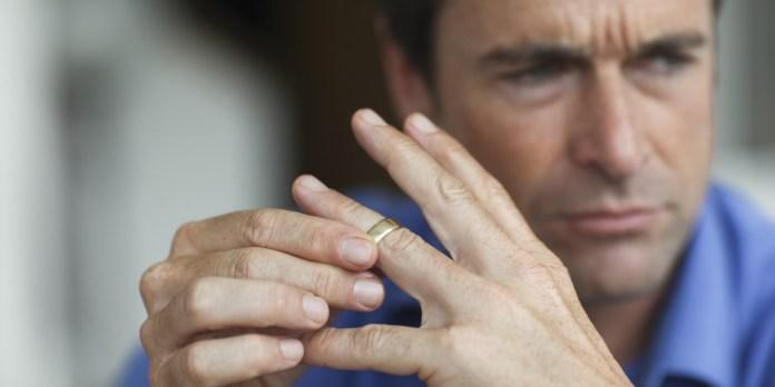 o-DIVORCE-RING-facebook.jpg