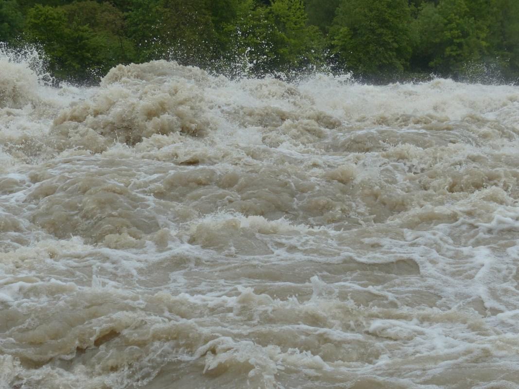 high-water-123200_1920.jpg
