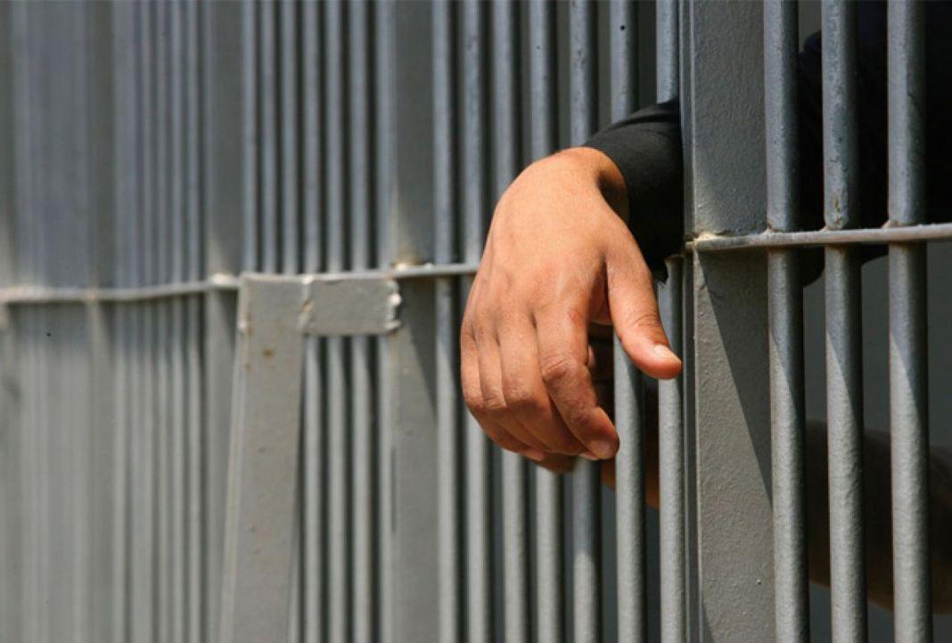 zatvor-ruka-resetke.jpg