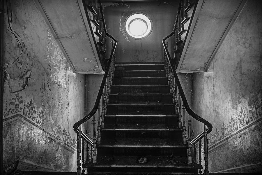 dark-stairs-to-attic-urban-exploration-dirk-ercken.jpg