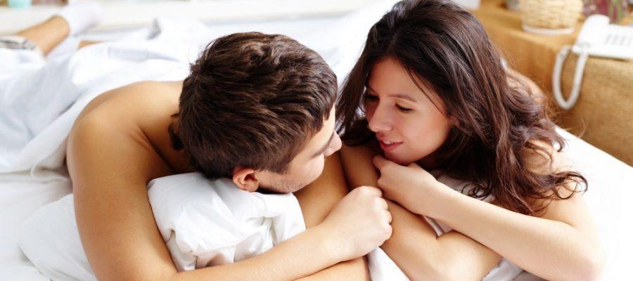 couple-talking-in-bed-900x400.jpg