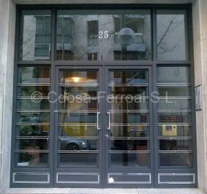 Puertas de portal con elementos de inox