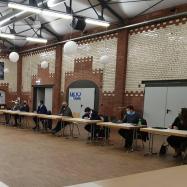 Die Mitglieder beraten das Wahlprogramm