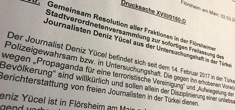 Resolution Deniz Yücel: Solidarität mit inhaftiertem Journalisten eint Flörsheim