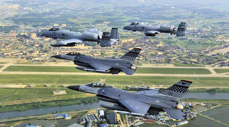 51st_FW_F-16_A-10_Formation_over_Osan_AB