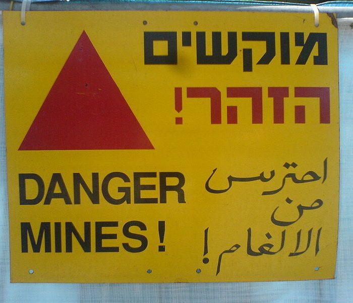 800px-Multilingual_landmine_warning_sign