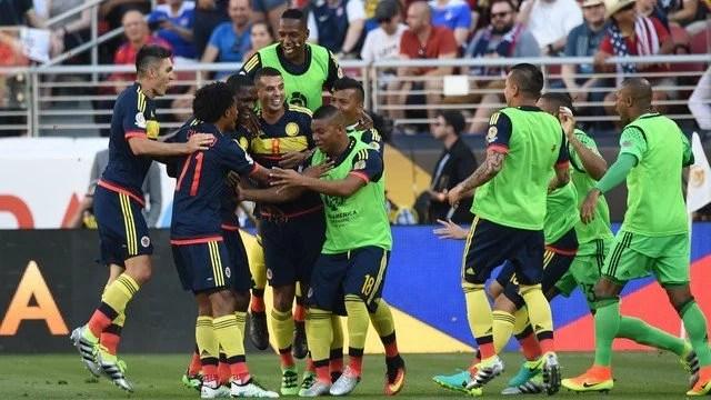 Colômbia comemorando seu triunfo sobre os anfitriões - Foto: Globo Esporte