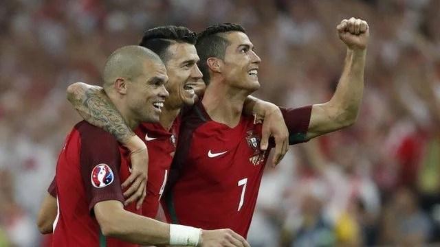 Cristiano Ronaldo não tem sido brilhante, mas a seleção de Portugal tem avançado na força do seu coletivo e, também, no desempenho físico. - Foto: GE