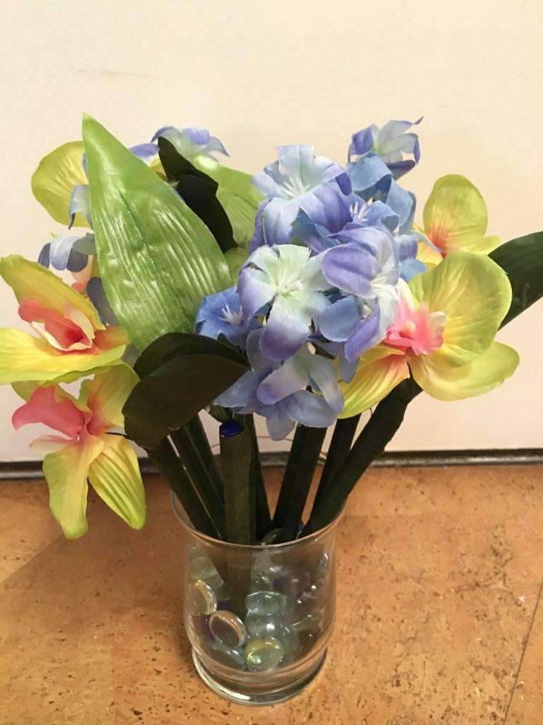 Easy Teacher Gift: Pot of Flowering Pens