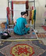 Fig. 3.Donna che lavora al telaio sulla Via della Seta. Ph. Norman Polselli