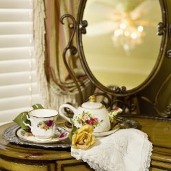 Cedar House Inn - Gables Room Tea