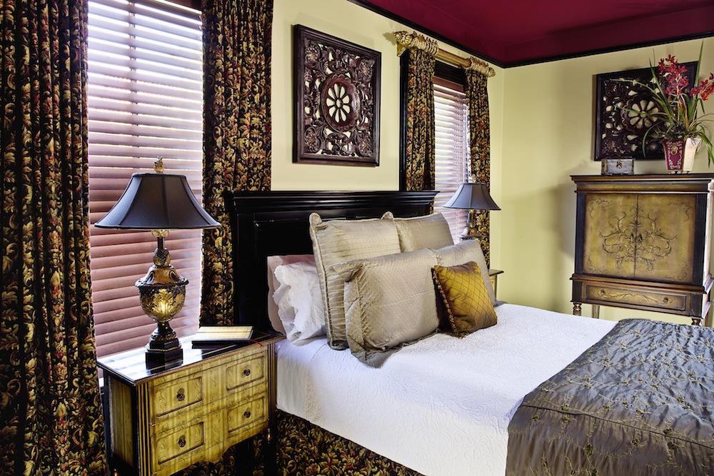 Cedar House Inn Viscaya Bed