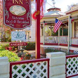 Cedar House Inn - Front Gate