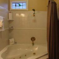 Cedar House Inn - Sanibel Room Bath