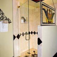 Cedar House Inn - Viscayne Room Bath