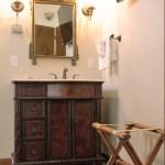 Cedar House Inn - Cordova Room bath 02