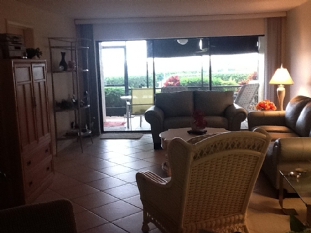 b-102-livingroom