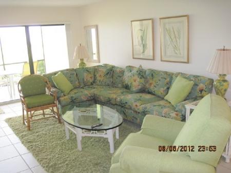 d-102-livingroom