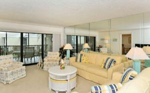 B-206-Living Room