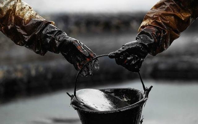Ecuador frente a la crisis del petróleo (Por Mariela Pinza y Sergio Martín- Carrillo)
