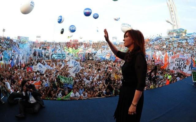 Un día como hoy en Argentina (por Mariela Pinza)
