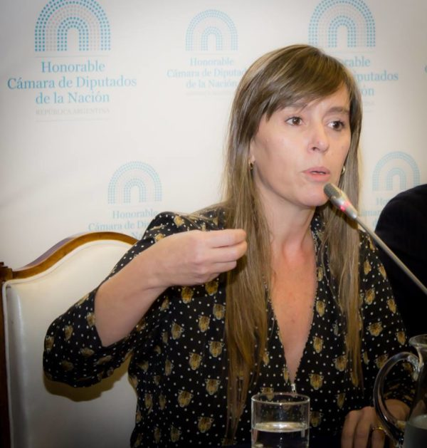 """Entrevista: """"De los gobiernos populares a la irrupción de la derecha en América Latina: reflexiones de Juliana Di Tullio"""" (por Sabrina Flax y Silvina M. Romano)"""