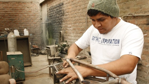 """Perú: """"Desformalizando"""" el trabajo formal"""