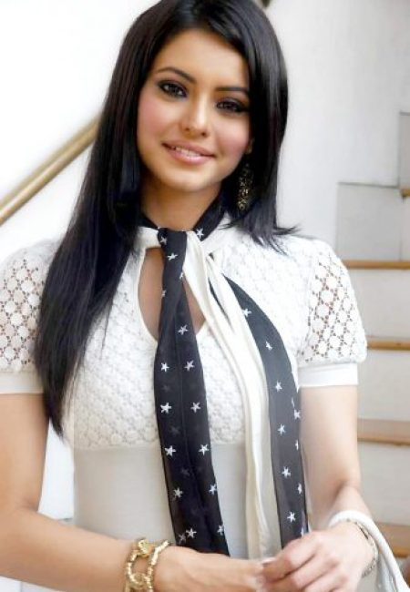 Aamna Shariff Measurements, Height, Weight, Bra Size, Age, Wiki