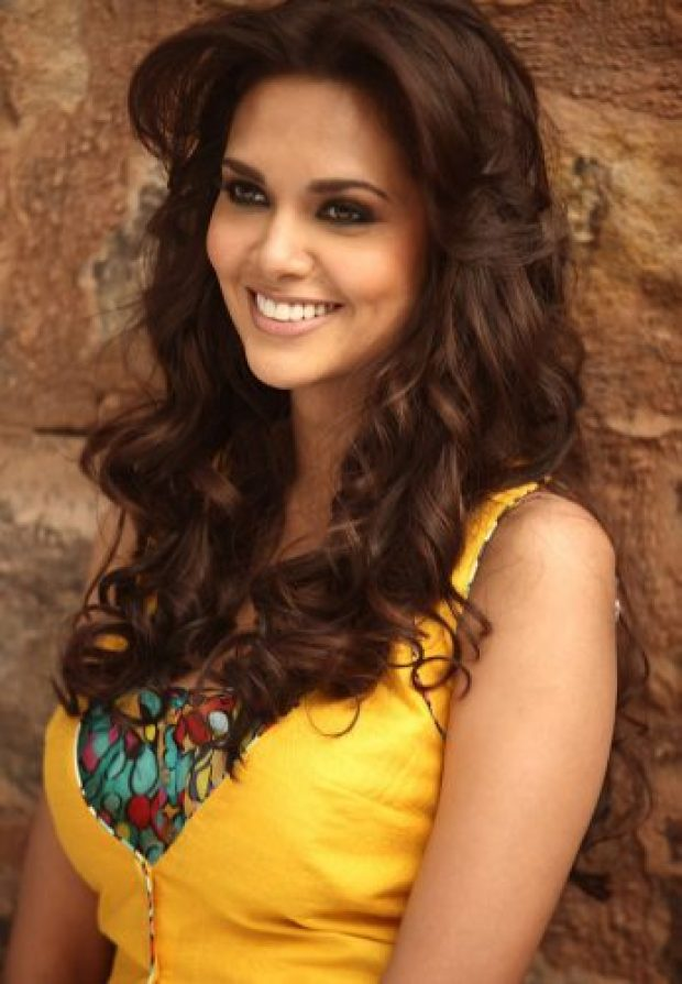 Esha Gupta Boyfriend, age, Biography