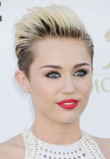 Miley Cyrus Measurements, Height, Weight, Bra Size, Age, Wiki