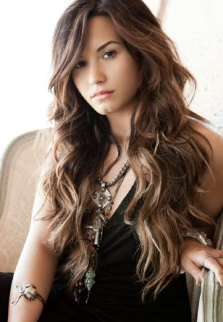 Demi Lovato Measurements, Height, Weight, Bra Size, Age, Wiki