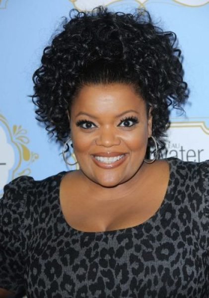 Yvette Nicole Brown height and weight 2014