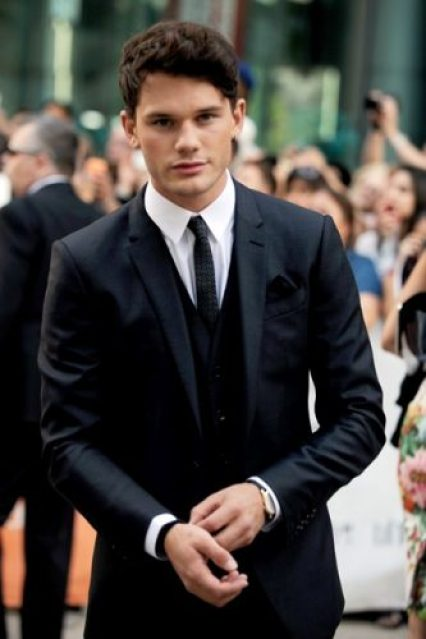 Jeremy Irvine Chest Biceps size
