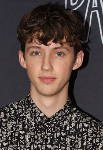Troye Sivan Height, Weight, Age, Biceps Size, Body Stats