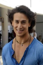 Tiger Shroff Height, Weight, Age, Biceps Size, Body Stats