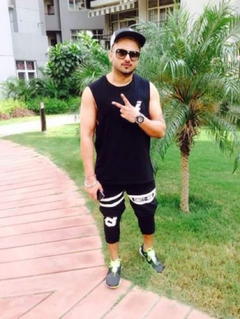 Yo Yo Honey Singh Chest Biceps size