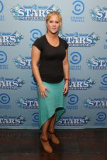Amy Schumer Bra Size, Wiki, Hot Images