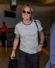 Keith Urban height and weight 2017